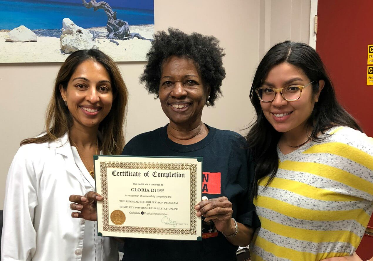 elizabeth nj physical therapy specialist asha koshy with pta diana raa and a happy patient