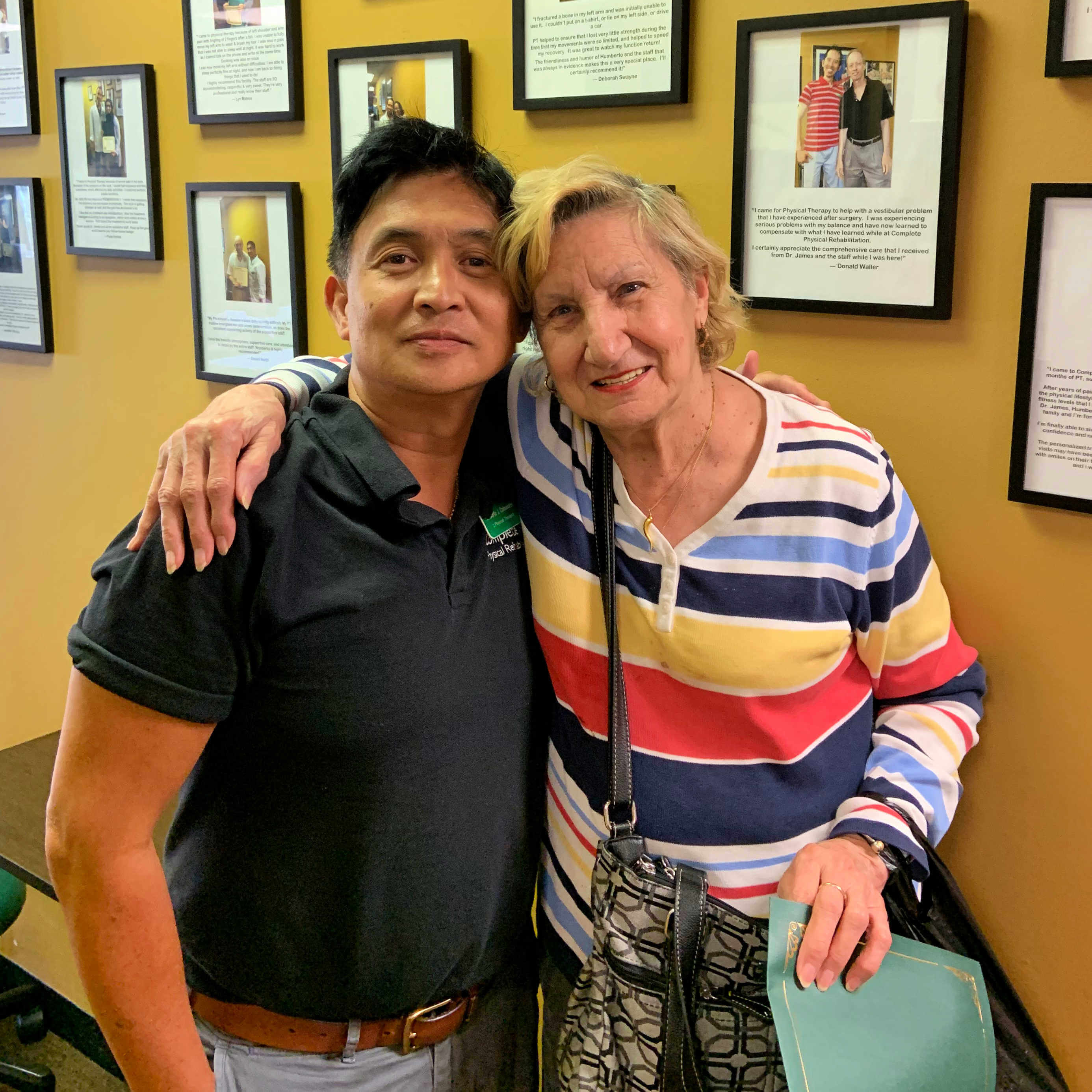 jersey city physical therapist humberto colmenares with pain patient louisa